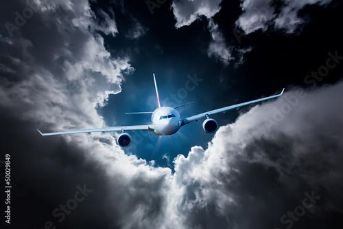 Samolot pasażerski na niebie