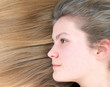 Junges Mädchen mit langen Haaren