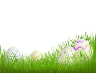 Bemalte Ostereier im Gras