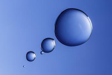gotas de agua azules