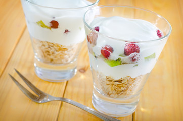 yogurt and oat flakes