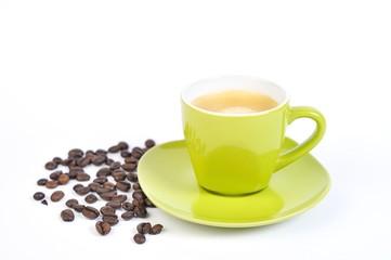 espressotasse grün mit kaffebohnen 3