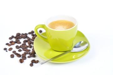 espressotasse grün mit kaffebohnen und löffel 3