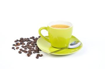 espressotasse grün mit kaffebohnen und löffel 4