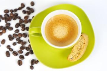 espressotasse grün mit kaffebohnen und crostini 3