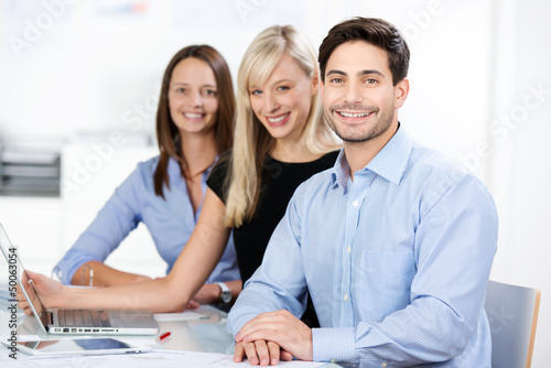 kompetentes team im büro