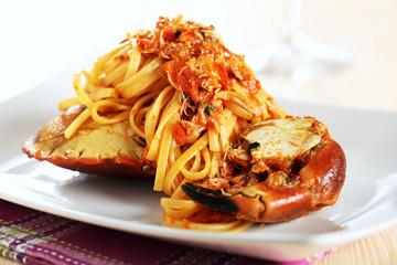 pasta italiana vermicelli con granchio