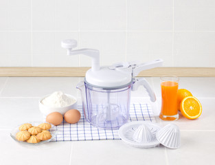 Food mixer with squeeze function
