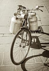 Trasporto del latte in bici - bicycle of the milkman