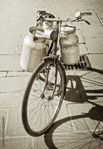 Trasporto del latte in bici - bicycle of the milkman