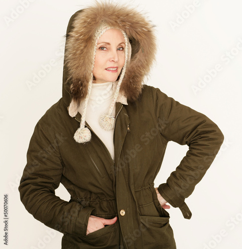 attraktive Dame im Winterlook