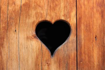 Volet en bois avec cœur (Savoie - France)