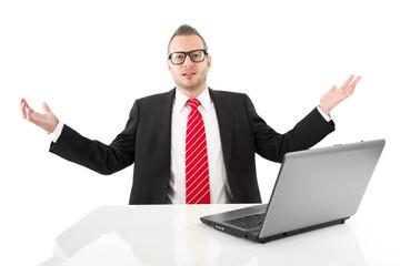 Was kostet die Welt? Manger isoliert im Büro mit Anzug
