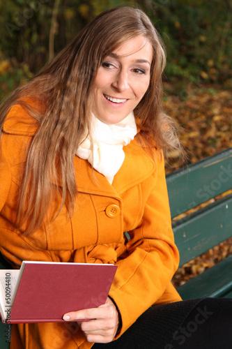 Frau auf der Bank
