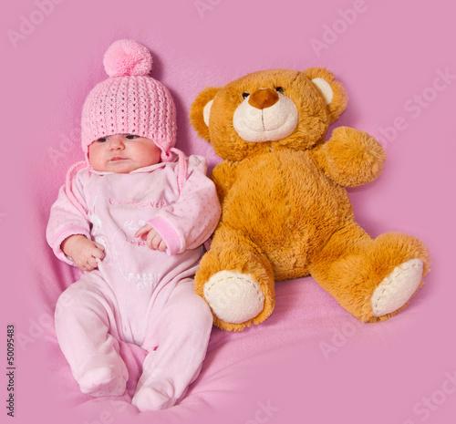 neonata con orsacchiotto