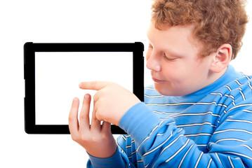 Мальчик с планшетным компьютером