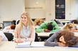 Schüler schlafen im Unterricht