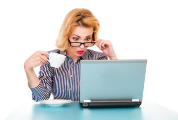 surprised business woman watching in laptop
