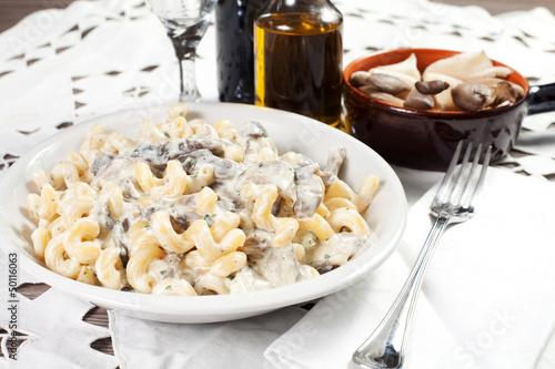 pasta with mushroom and basil