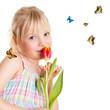 süßes Mädchen mit Schmetterlingen
