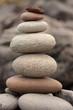 galets en équilibre, stabilité, performance, créativité