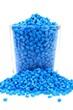 Blaues Masterbatch Kunststoffgranulat im Glas