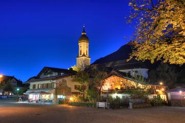 Mohrenplatz Garmisch abends