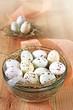 gefleckte schoko ostereier im nest