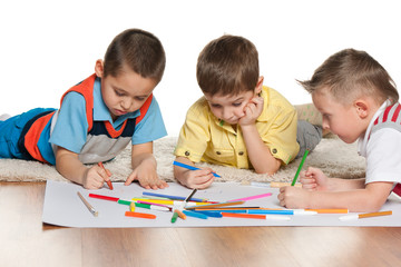 Little boys drawing on paper