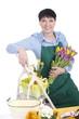 Glückliche Floristin mit Tulpenstrauss