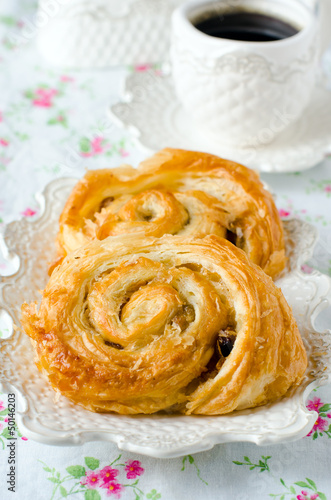 Rolls with raisins and honey