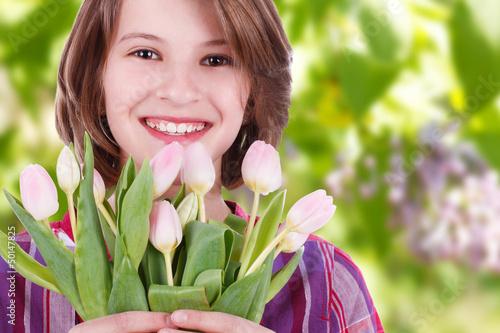 Glückliches Mädchen mit Tulpen - happy girl with tulips