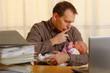 canvas print picture - mann mit baby im büro