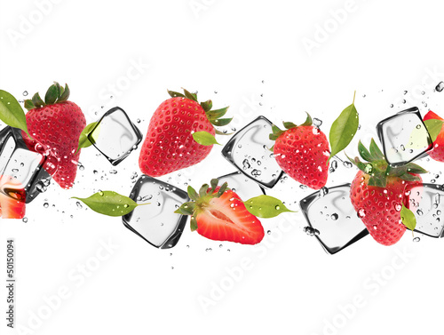 Plexiglas In het ijs Strawberries with ice cubes, isolated on white background
