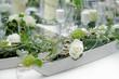 canvas print picture - Blumendekorationauf dem Tisch
