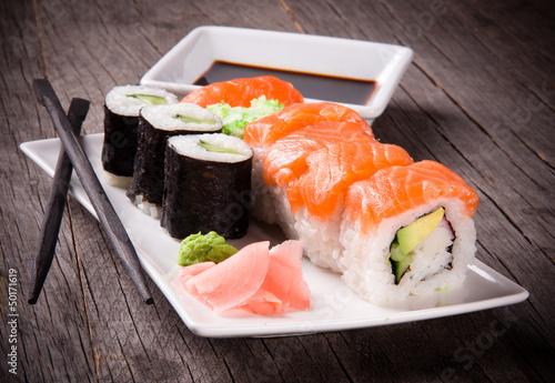 Fototapeta Japońskie sushi owoce morza