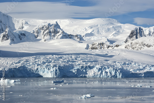 Foto op Aluminium Antarctica The glaciers on the coast of the western Antarctic Peninsula a s