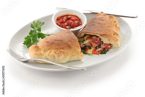 calzone,folded pizza