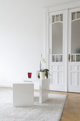 Berliner Altbau mit Tisch