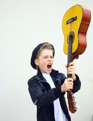 """jeune adolescent, """"guitare énervée"""""""