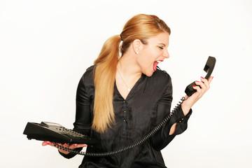 Geschäftsfrau schreit ins Telefon