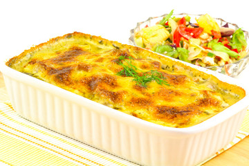 Lachsgratin und Salat