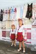 Two little girls es