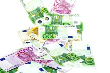 Euroscheine vor weißem Hintergrund
