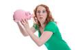 Witzig: junge Frau mit Sparschwein isoliert schneidet Grimasse