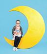 Kinder im Mond