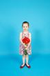Mädchen mit Blumenstrauss