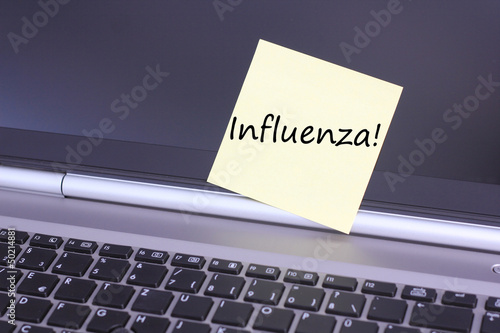 Laptop mit Schild Influenza