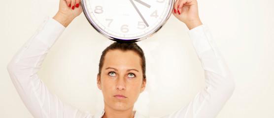 Sekretärin mit Uhr