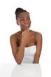 Afrikanische Schönheit isoliert in schwarz weiß